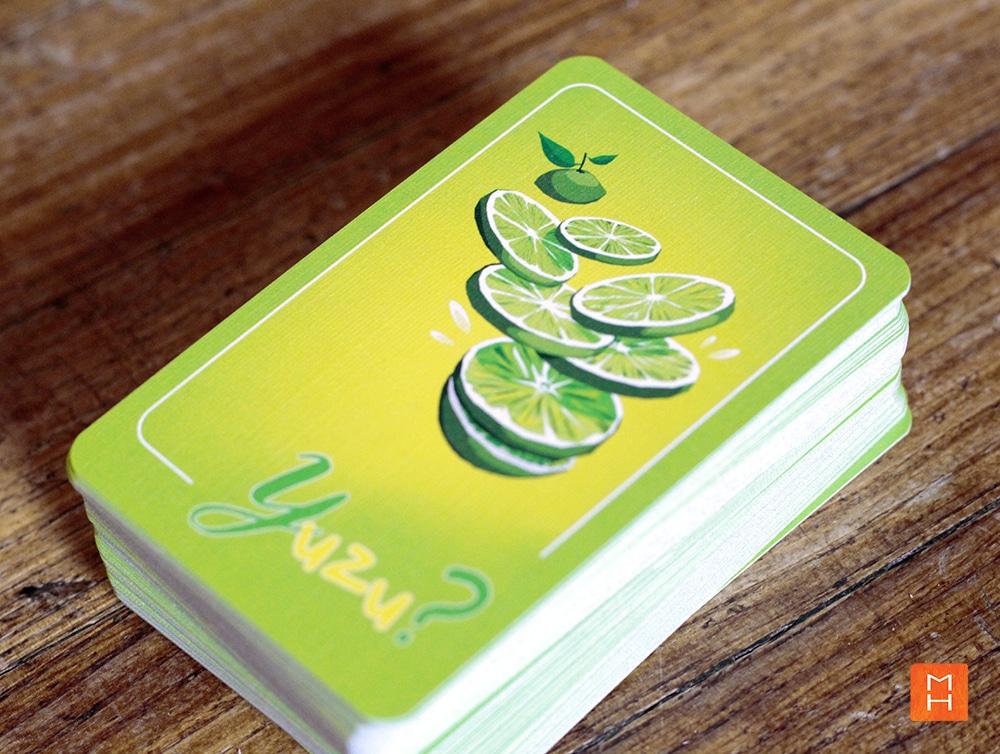 Jeu Yuzu de cartes à lettres paquet de cartes, pioche illustrations par Margot Huguet et inventé de Christophe Duveau